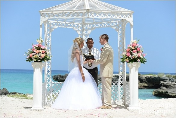 Shelbi & Stephen Beach Wedding